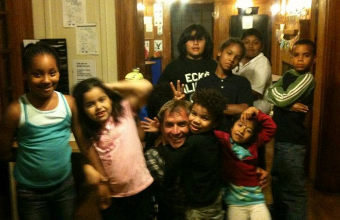 Picture of Roy Moranz volunteering at an emergency transitional home for families.org.